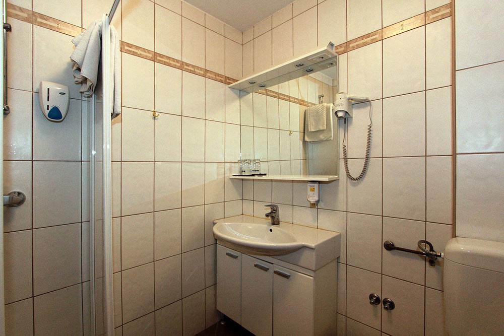 prenočišče gostilna jurček kopalnica